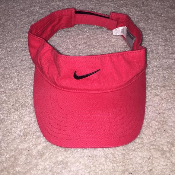 Red Nike Visor. M 5a60dbb1fcdc3164ffcc1393 a62add15393
